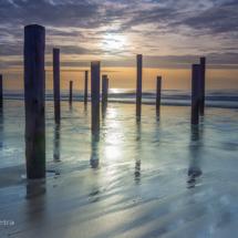 Zonsondergang palen bij Petten © fotografiepetra