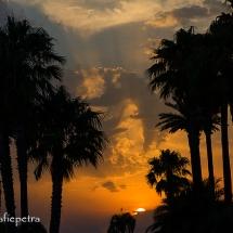 De wolken lijken op een wereldbol © fotografiepetra