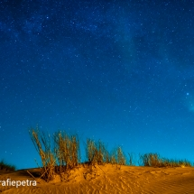 De Melkweg boven de duinen © fotografiepetra