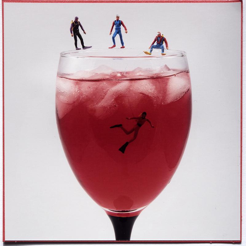 Kaartnr 17 Rode wijn met duikers © FotografiePetra
