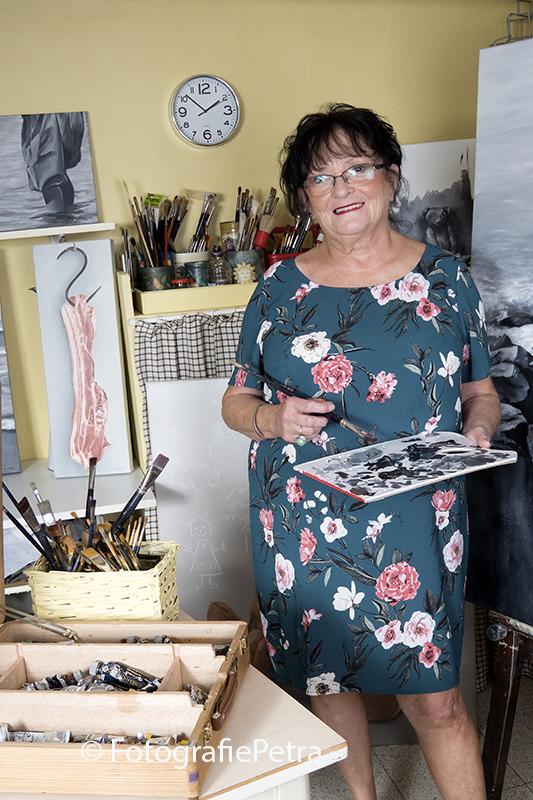 Kunstenaar in haar Atelier 2 © fotografiepetra